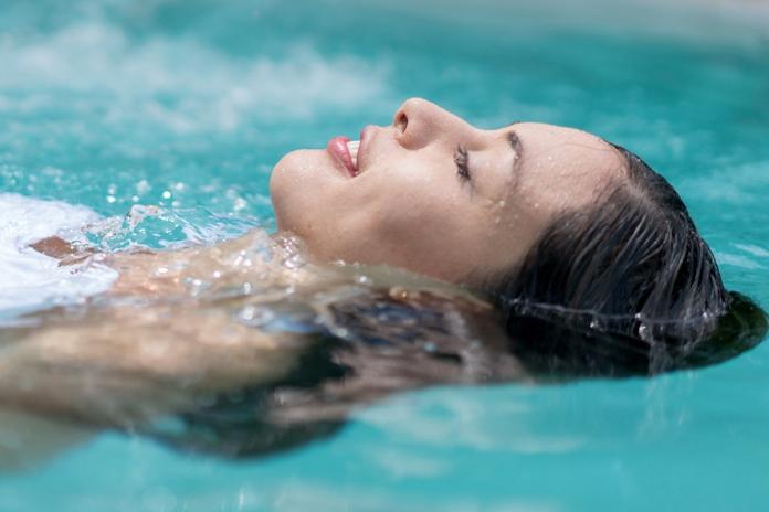 Ieuw: zó veel urine zit er in een gemiddeld zwembad