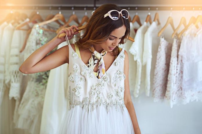 Dit bedrag geven bruiden gemiddeld uit aan hun trouwjurk