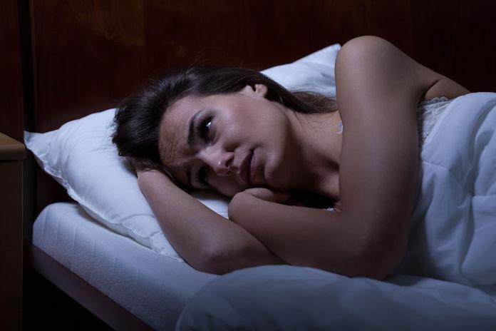 5 mogelijke oorzaken waardoor je 's nachts vaak wakker wordt