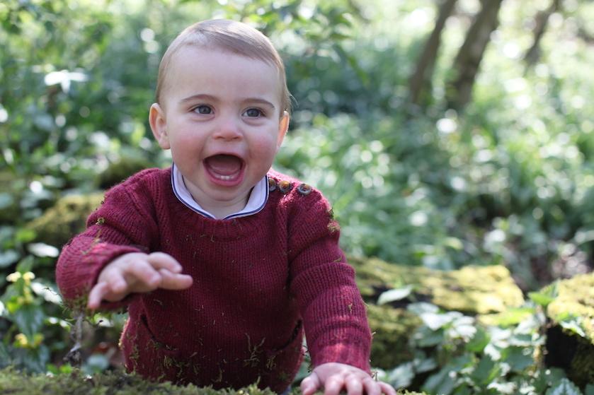 Net zijn broer George! Royals delen nieuwe fotoreeks van jarige prins Louis (2)