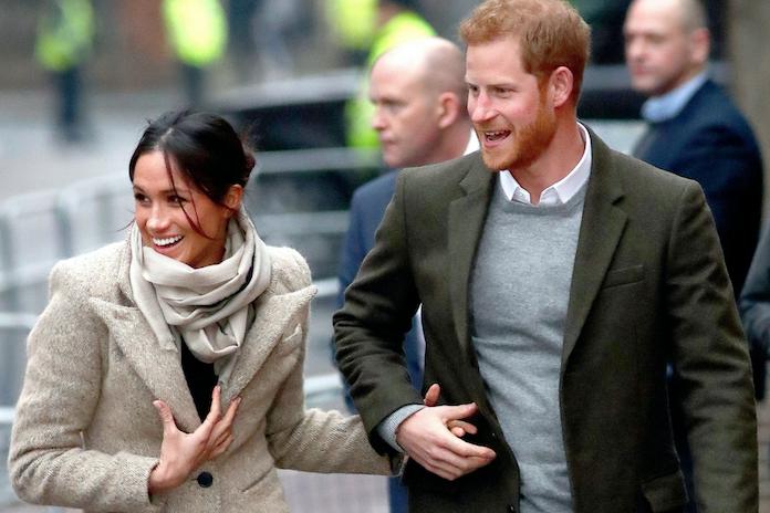Hoe scoor je een uitnodiging voor de bruiloft van Harry en Meghan? Nou, zó dus