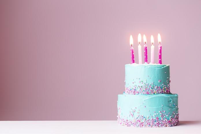 Hierom zou je geen kaarsjes op een verjaardagstaart moeten uitblazen