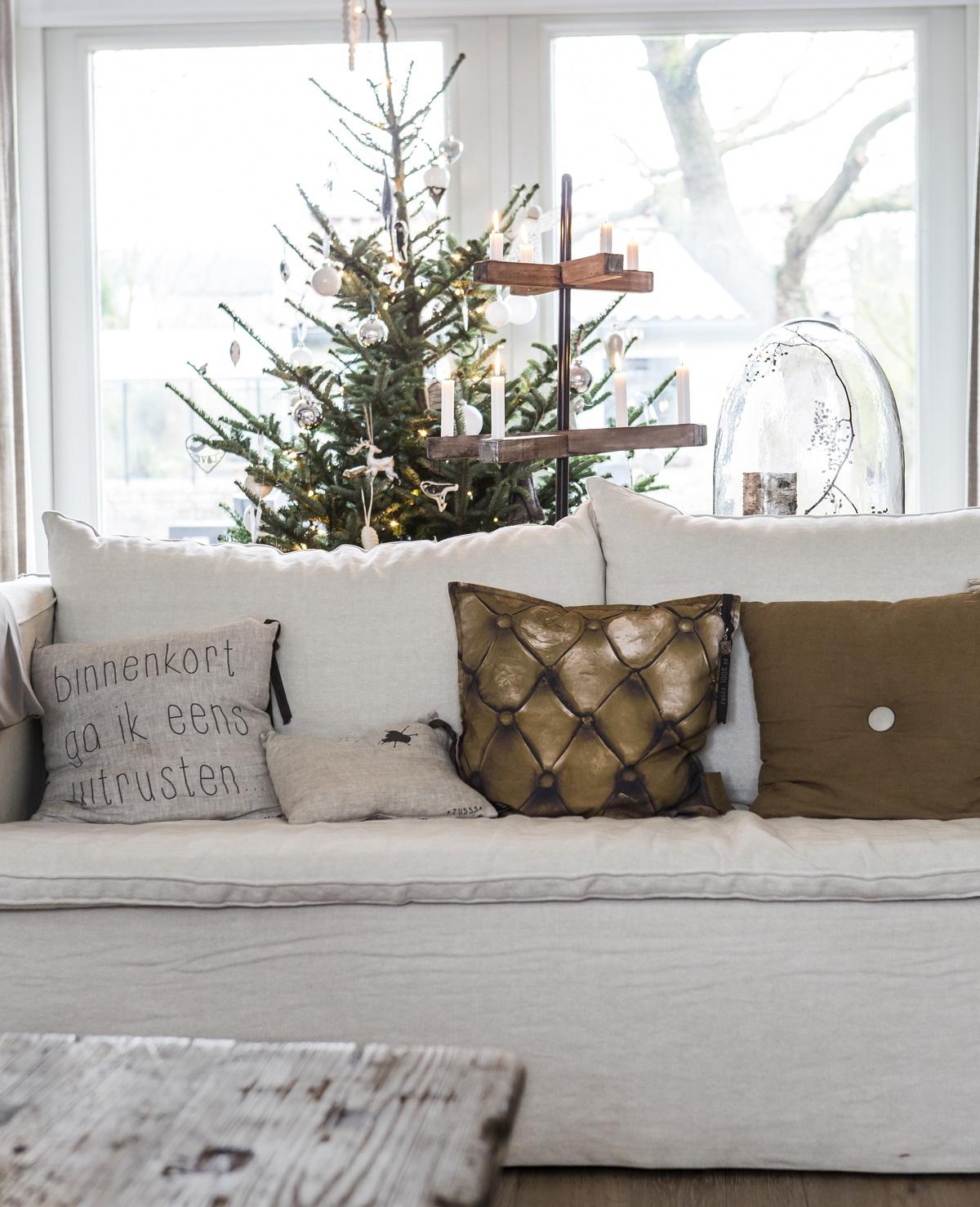 Een gezellig Kersthuis met kaarsjes en zelfgebakken koekjes
