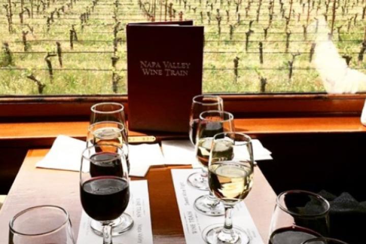Deze wijntrein neemt je mee langs de populairste wijngaarden van Amerika