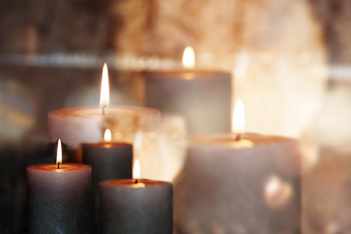 Dankzij deze simpele trucjes branden je kaarsen veel langer