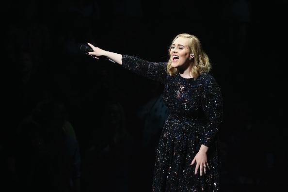 Video: Zo cool, Adele zingt nummer Spice Girls