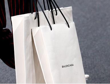 Balenciaga komt na de IKEA lookalike wéér met een peperdure shopper