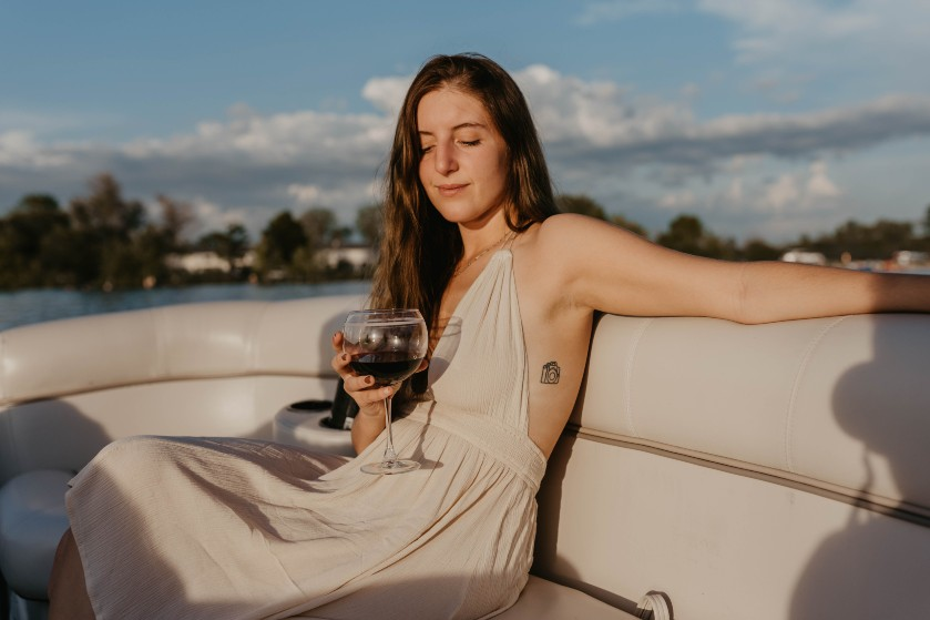 Laat die wijn maar staan deze zomer: mensen die alcohol drinken worden vaker gestoken door muggen