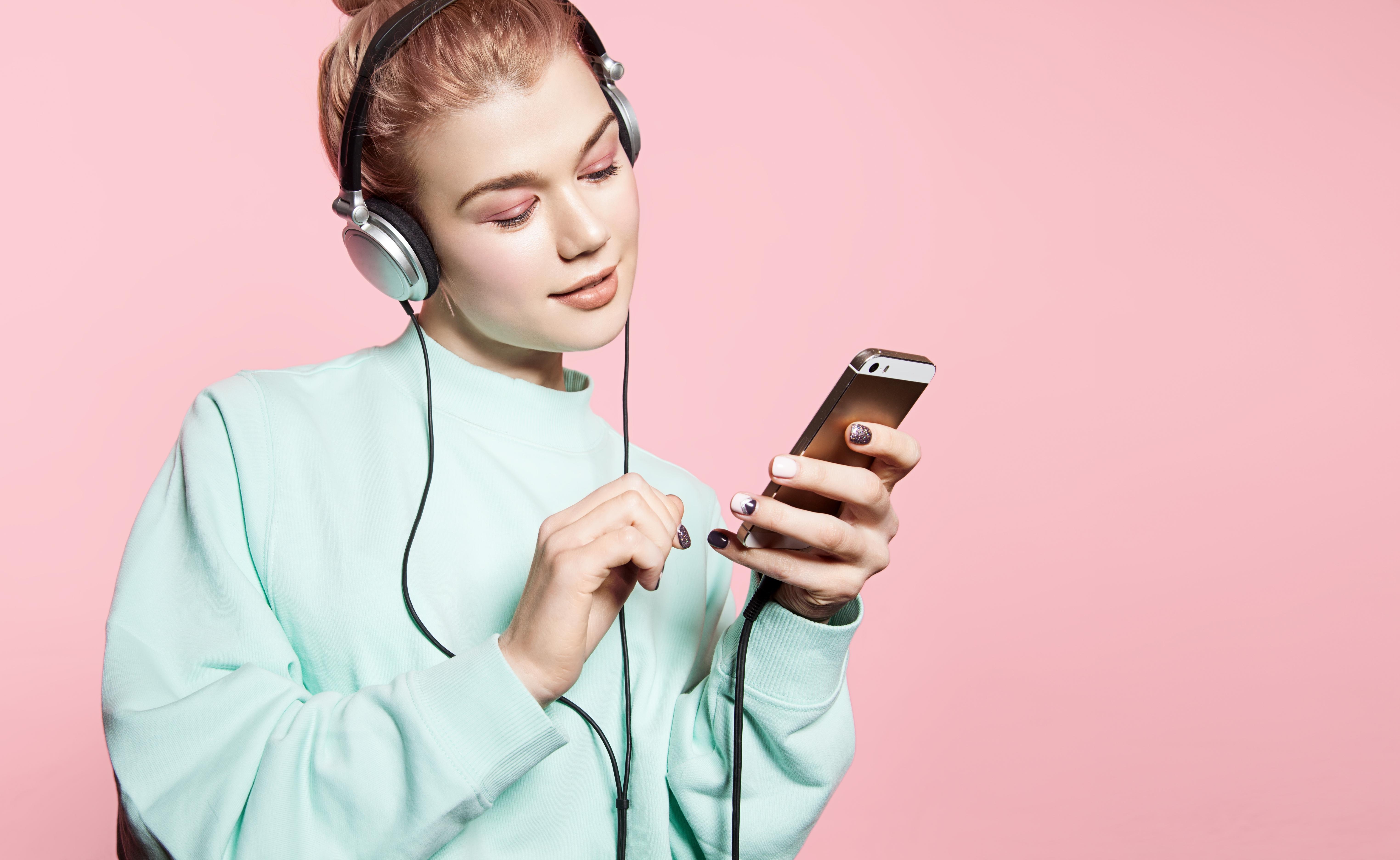 4 podcasts die je zeker moet luisteren