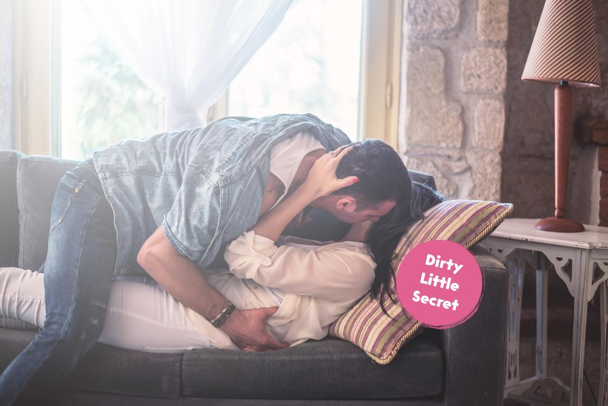 Dirty Little Secret: 'Mijn handen gingen van mijn borsten naar mijn slipje en voor zijn neus speelde ik met mezelf'