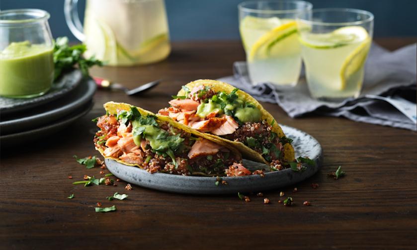 Om je vingers bij af te likken: zalmtaco met quinoapico en avocadodressing