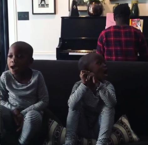 Zien: geadopteerde tweeling madonna zingt sterren van de hemel