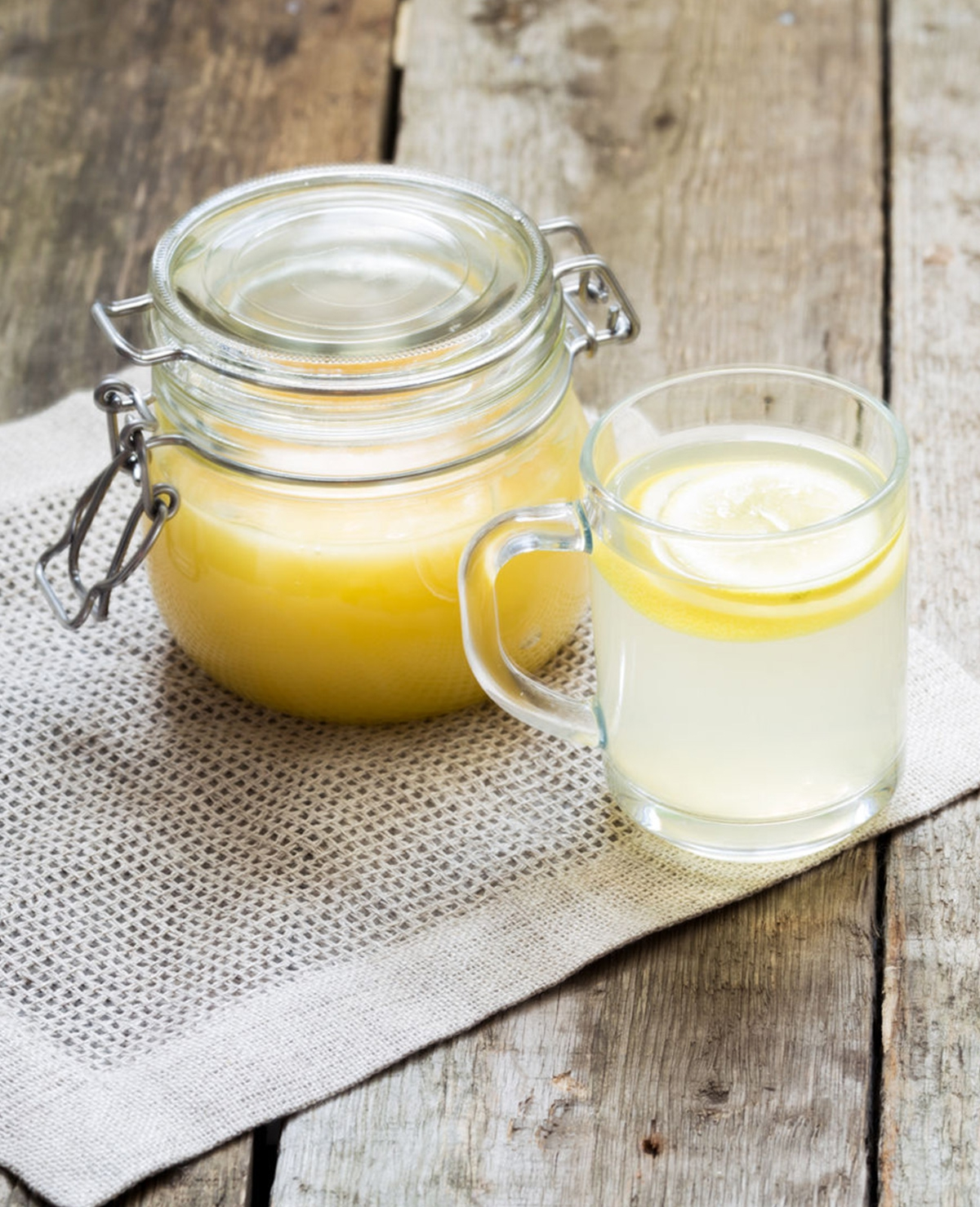 8 redenen om elke ochtend warm water met honing te drinken