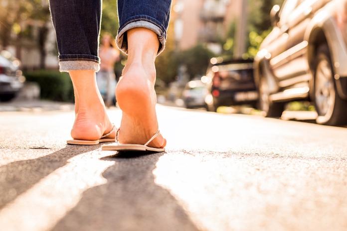 Deze musthave slippers kosten slechts 8 euro (+ meer fijne zomerschoenen!)
