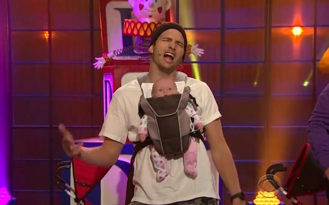 Ashton Kutcher zingt met zijn nieuwe dad-boyband