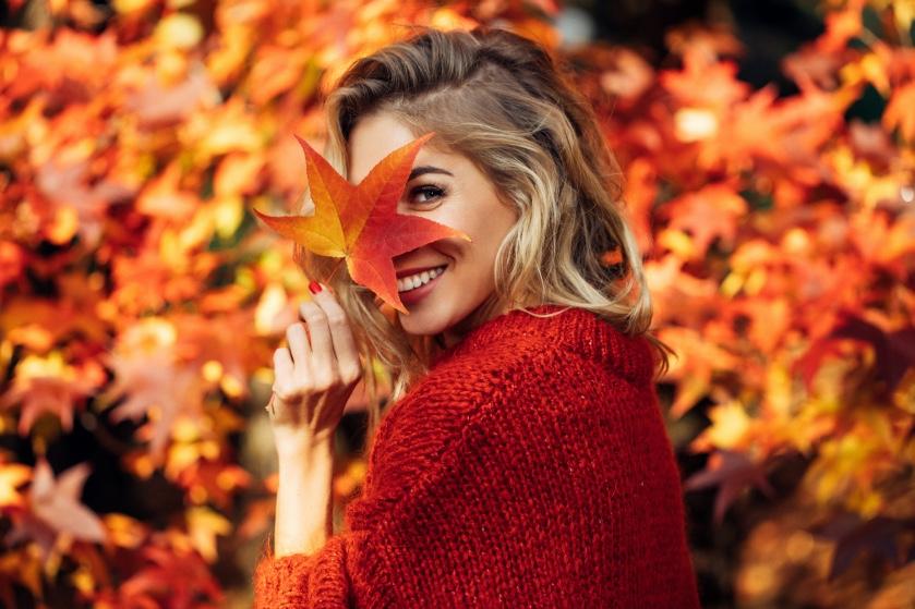 Hip de herfst door: de poncho is back en dít is hoe je 'm draagt