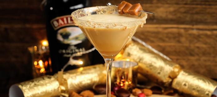 Proost op het nieuwe jaar met Salted Caramel Cheesecake Martini's