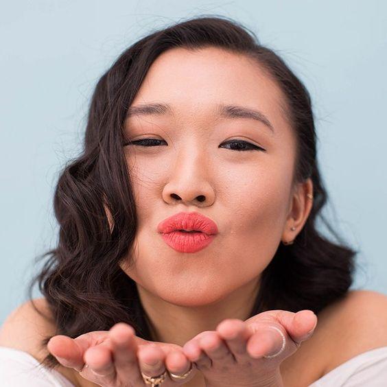 Koraalrode lipstick wordt jouw beste vriend deze zomer