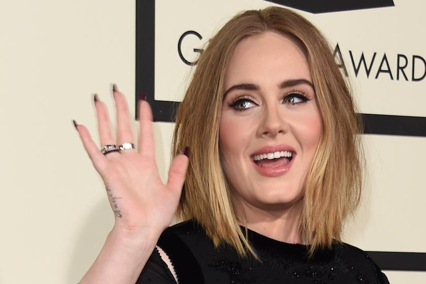 Foto van Adele's bizarre bikini body gaat viral, maar níet vanwege die jaloersmakend slanke taille