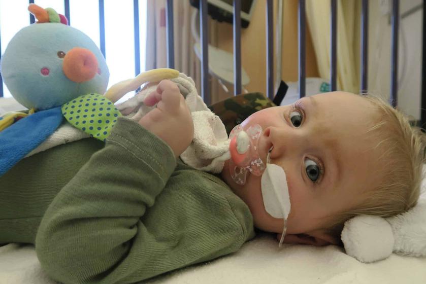 BN'ers massaal in actie voor baby Jayme: de tijd dringt, maar nog veel te weinig donaties