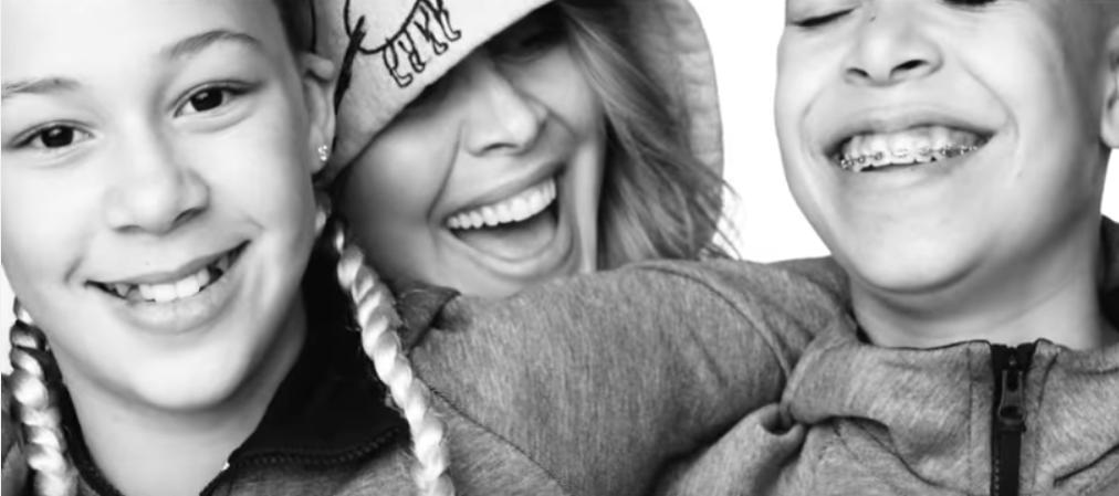Zien: Anouk maakt videoclip met het hele gezin