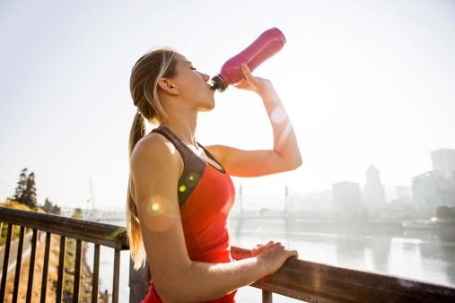 Deze 5 drankjes kun je beter niet drinken voor het sporten!