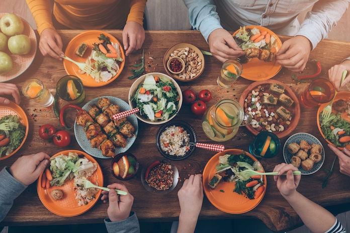 Vieze etensgeur in huis na Kerst? Jaag ze weg met de oven