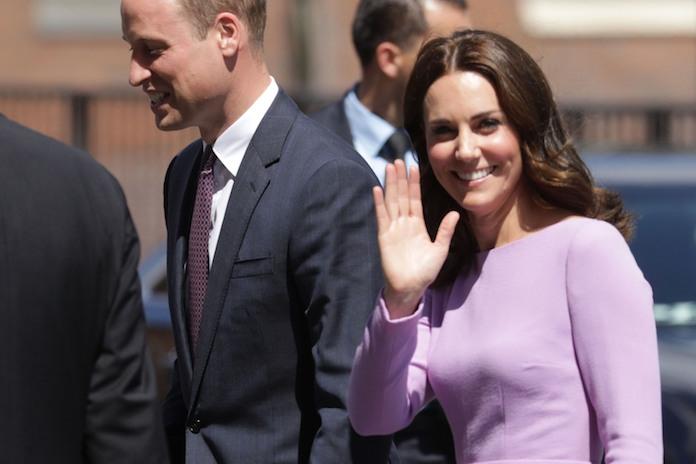 Op deze foto's is te zien hoeveel het Britse prinsje op zijn broer en zus lijkt