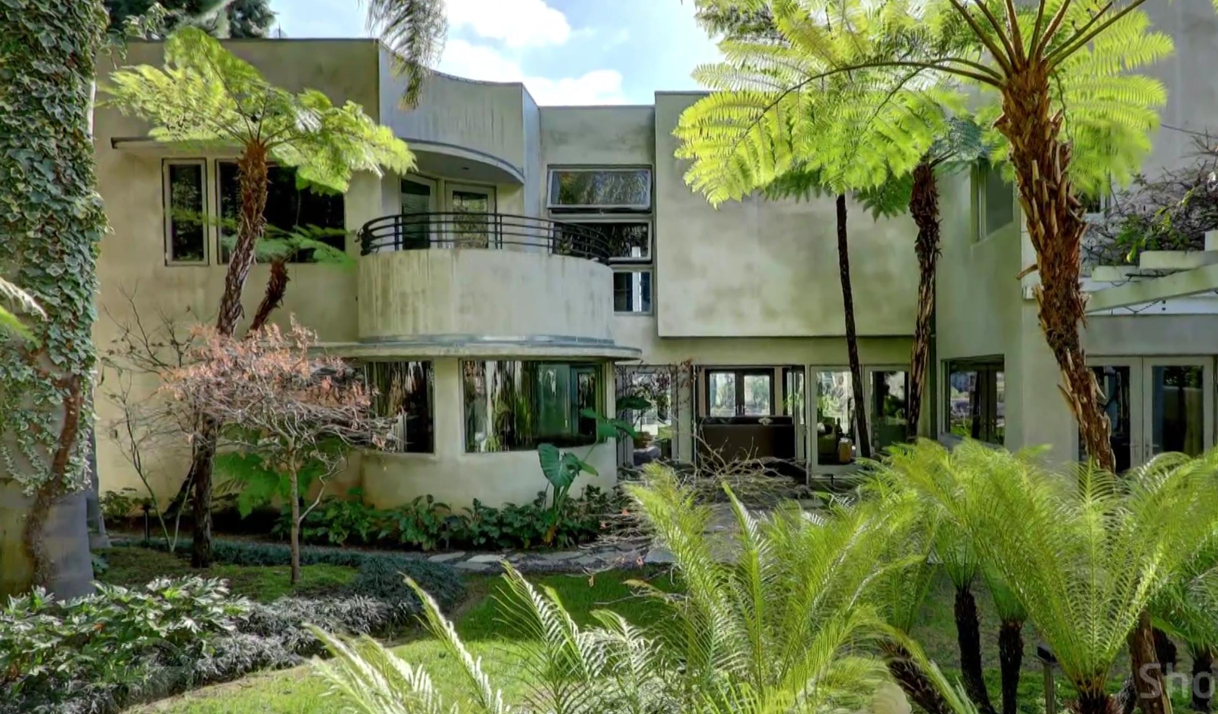 Binnenkijken in de schitterende villa van Adam Lambert