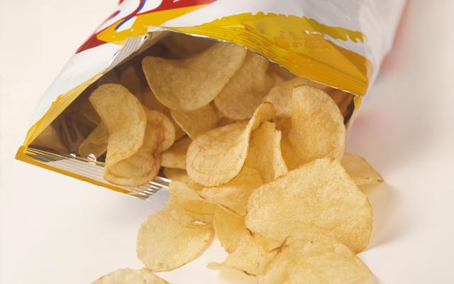 De zak niet goed gesloten? Zo maak je taaie chips weer knapperig!