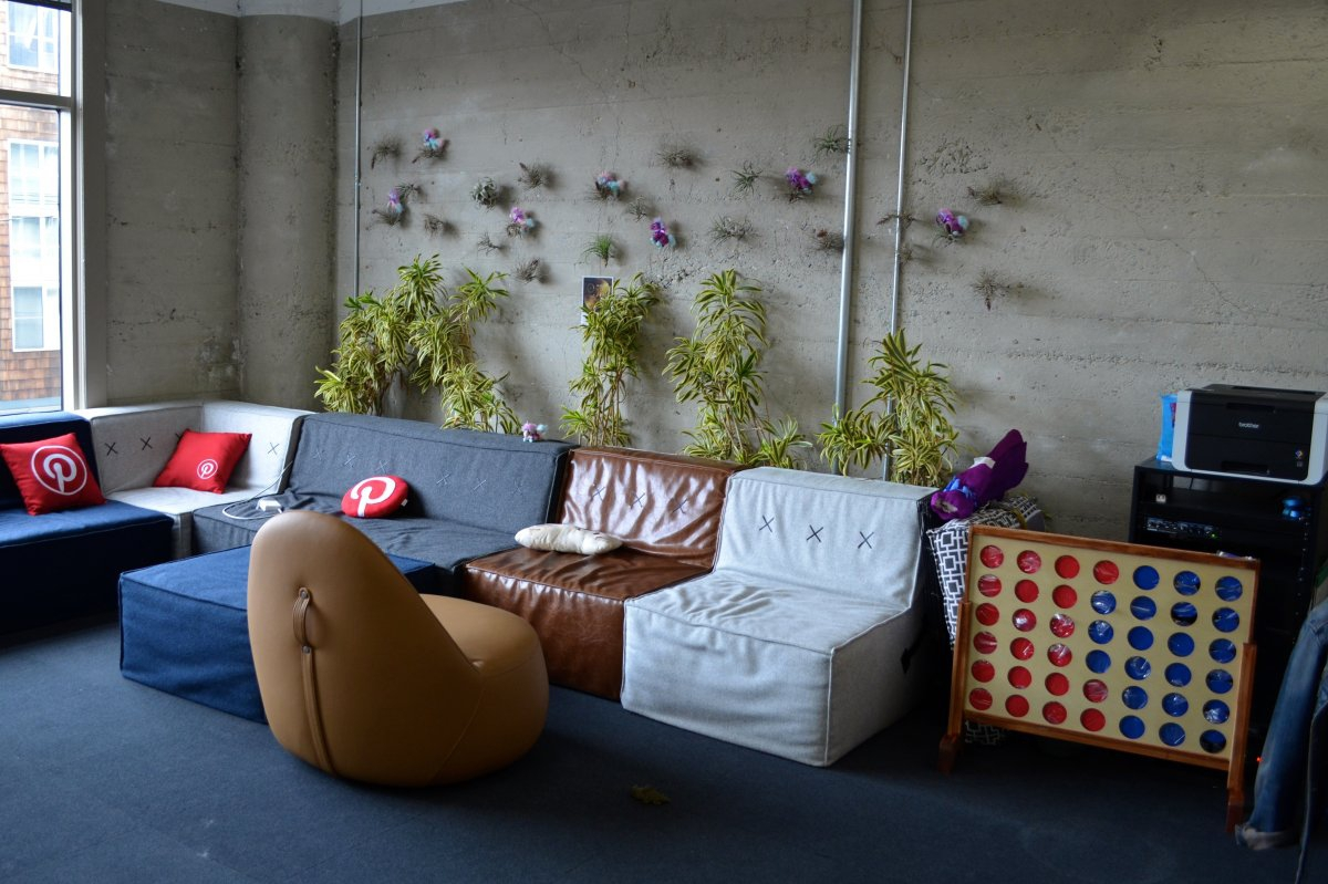 but-despite-the-offices-overall-minimalistic-vibe-pinterest-employees-have-added-touches-of-their-own-creativity