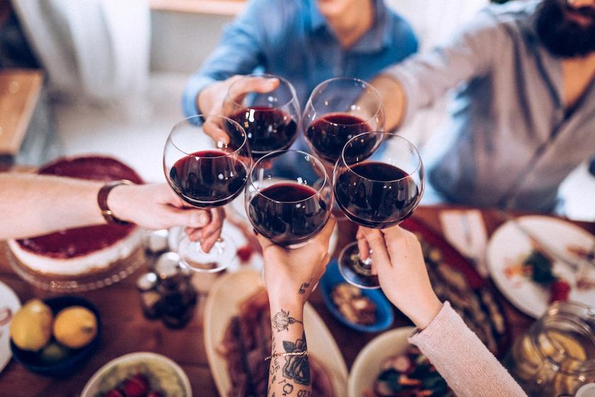 Verontrustend: wijn drinken blijkt nét zo ongezond als sigaretten roken