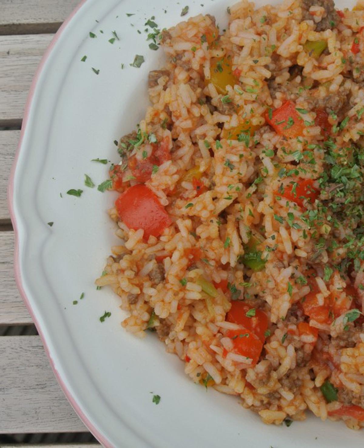 Gezonde rijstschotel met gehakt en paprika