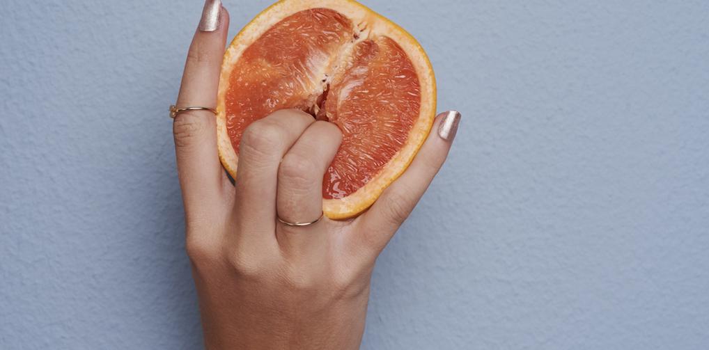 Vrouwen en klaarkomen: waarom het 'met jezelf' 10 keer sneller lukt dan met een partner