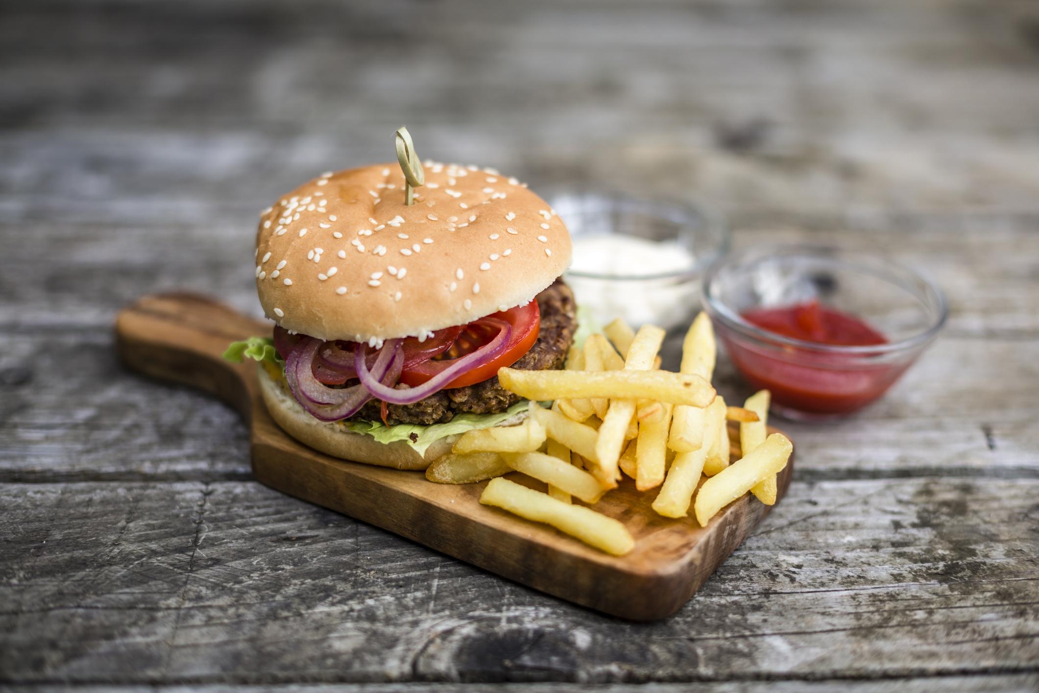 Say whut, levenslang hamburgers in ruil voor naamsverandering?!