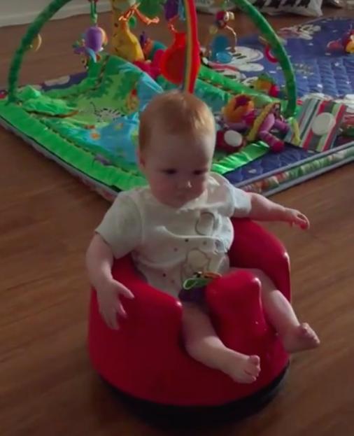 Babystoeltje blijkt stofzuiger, handig!