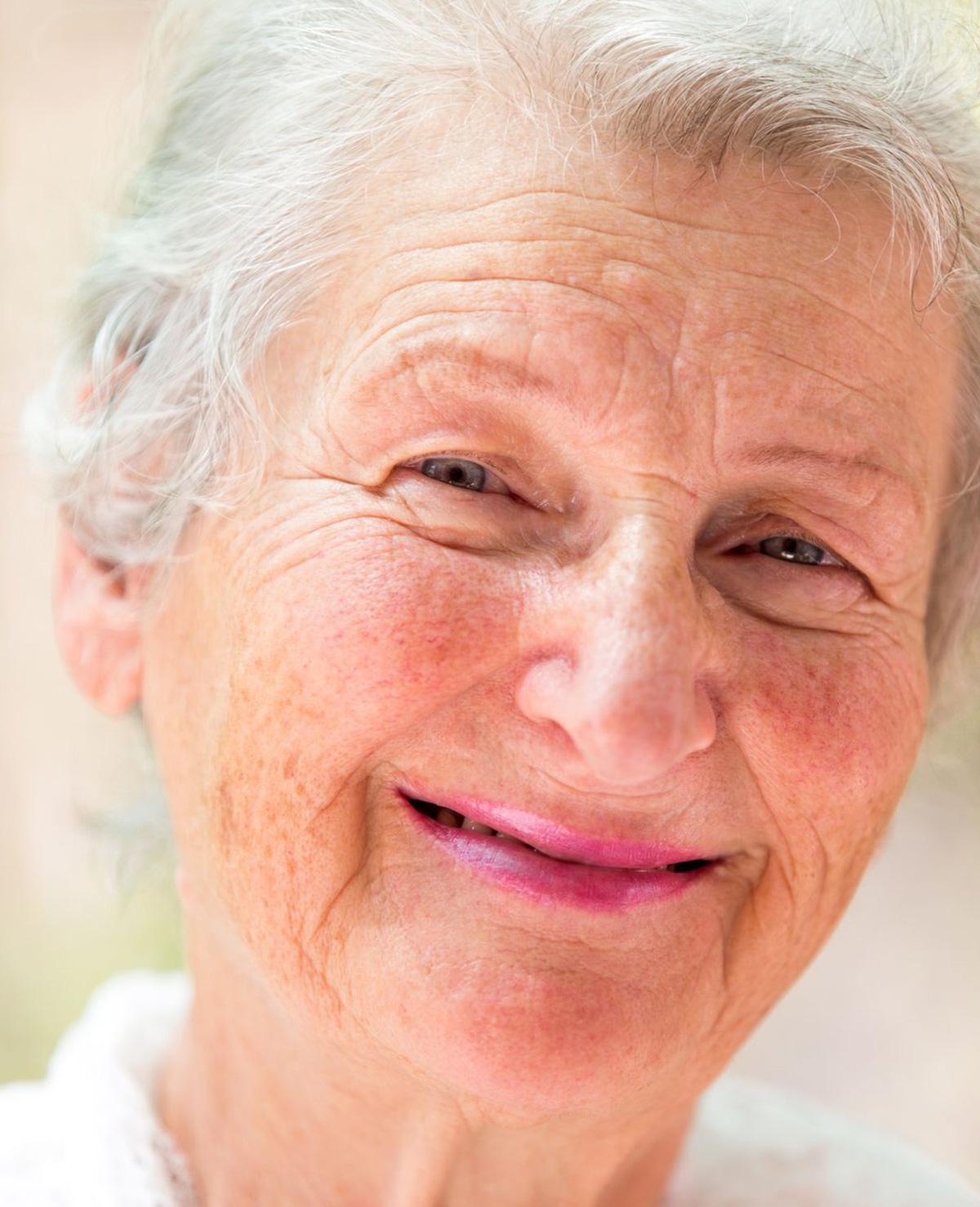 Omapost verbindt ouderen met jongeren