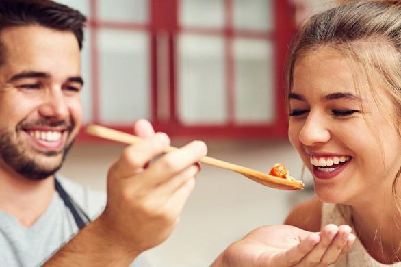 Betrapt! Bijna een derde van de vrouwen vindt dat haar partner niet goed kan koken