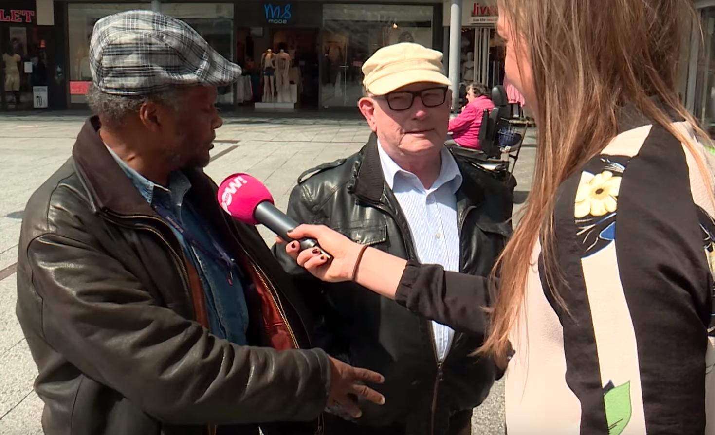 """Video: """"zeurende"""" bejaarde wordt op zijn plek gezet door vriend"""