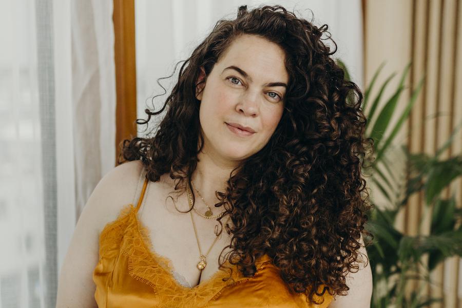 3 vragen aan plussize model Mayra Louise: 'Nu weet ik dat ik er mag zijn, hoe dik of dun ik ook ben'