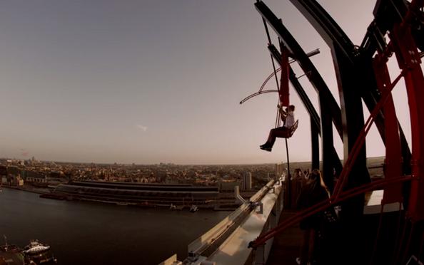 VIDEO: hoogste schommel van Europa staat in Amsterdam