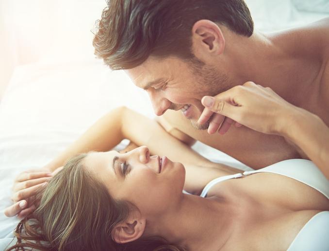 Bewezen: Weg met het stereotype! Vrouwen hebben veel vaker zin in seks dan hun partner denkt