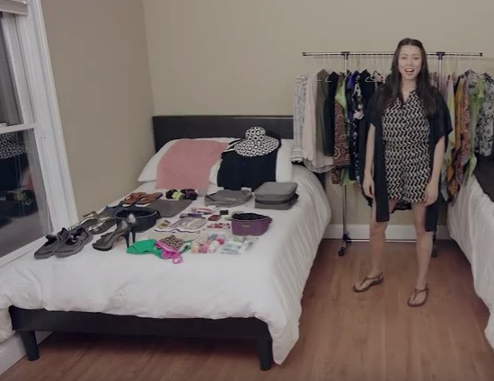 Zien: Deze vrouw krijgt 100 items in haar handbagage