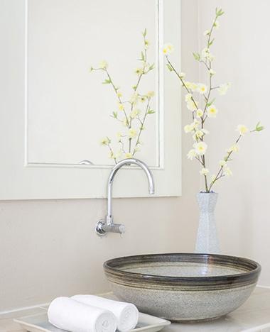 Een glanzende badkamer met dit keukenhulpje