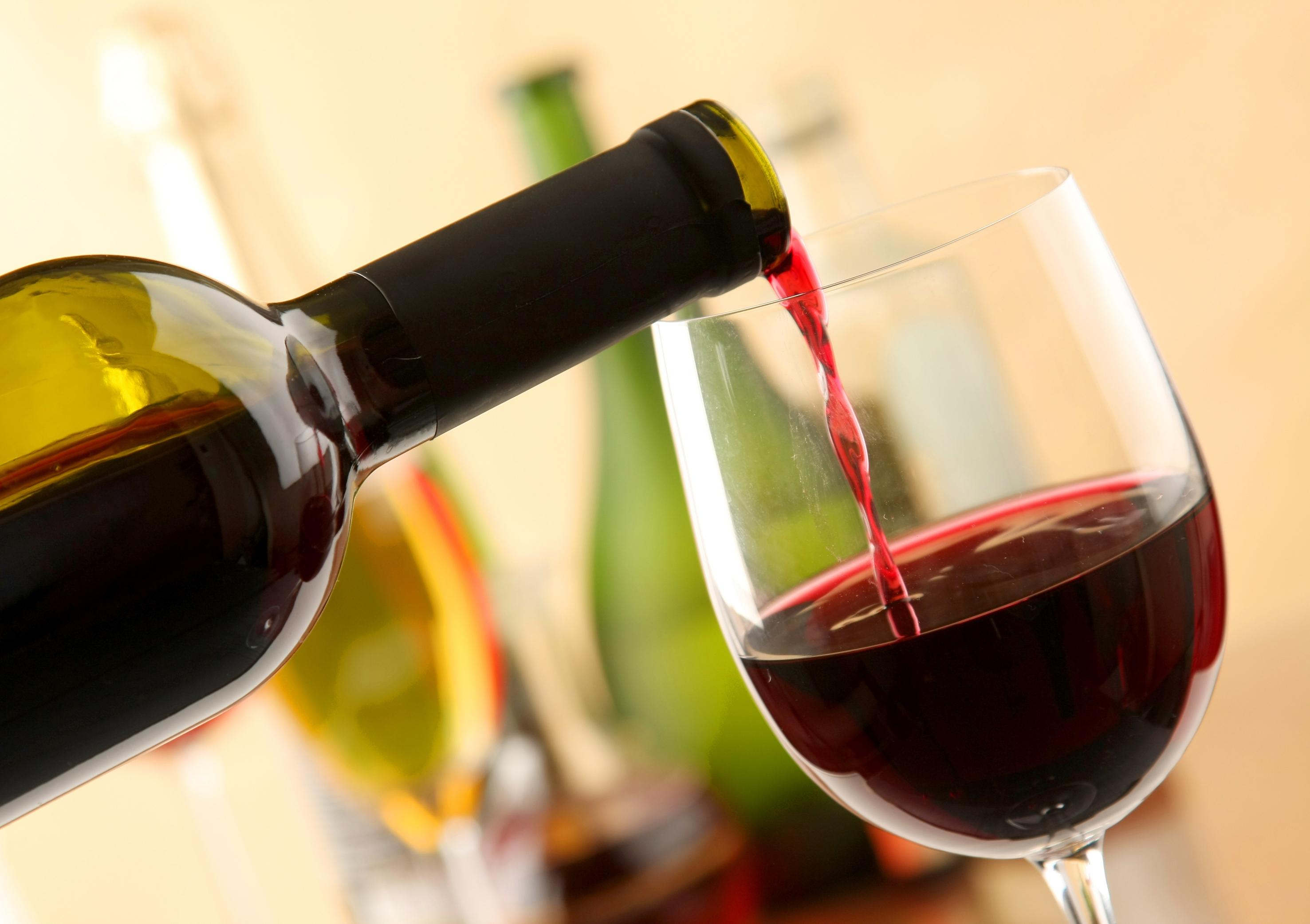 Bewezen: rode wijn drinken maakt je aantrekkelijker