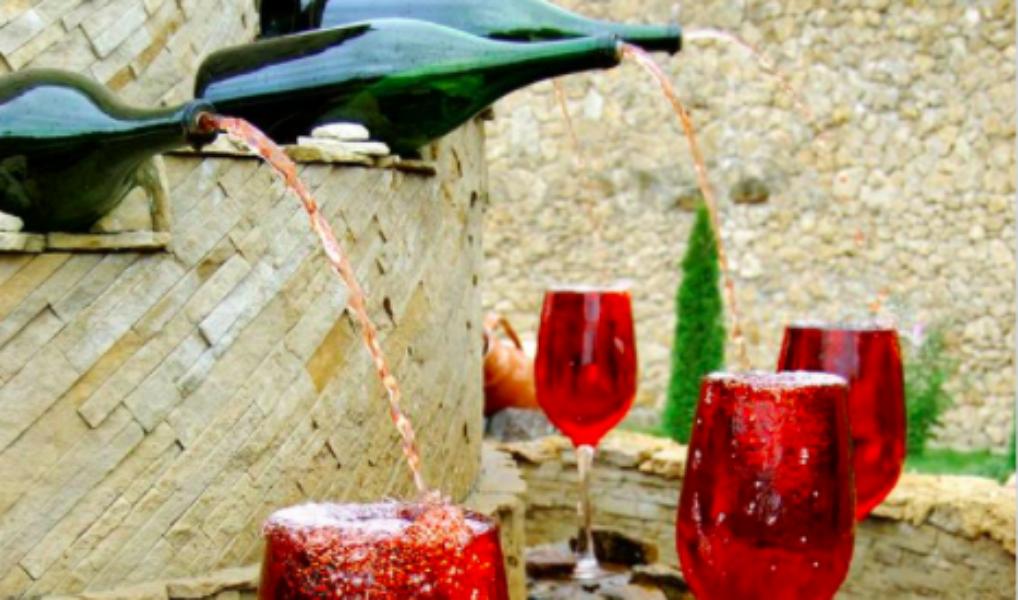 YES: in Italië bestaat een gratis wijnfontein die de hele dag open is