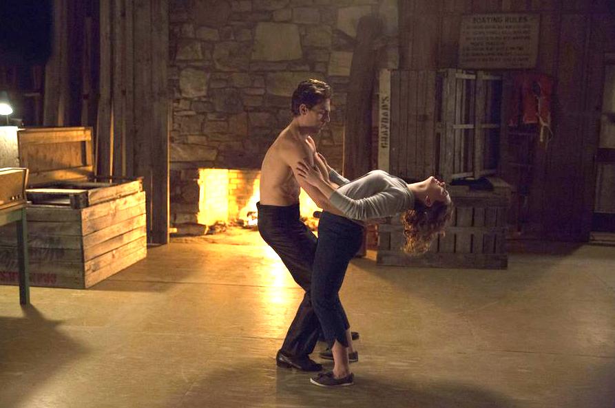 ZIEN: De veelbelovende eerste beelden van de Dirty Dancing remake