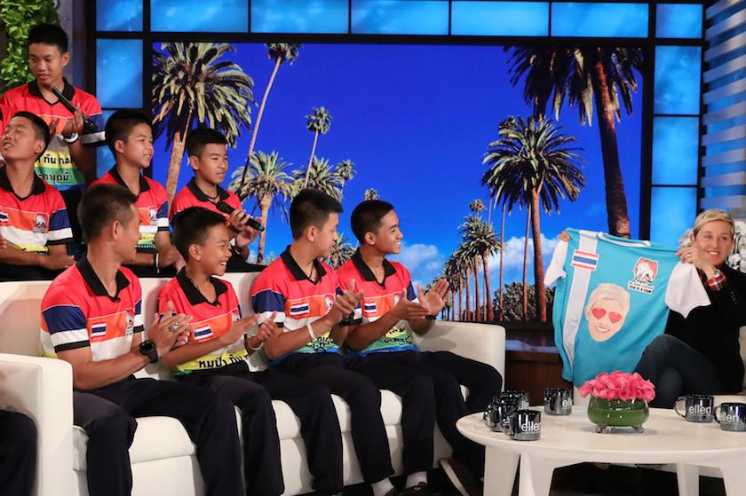 Heerlijk aandoenlijk: Ellen DeGeneres verrast Thaise voetballertjes met bezoek van idool