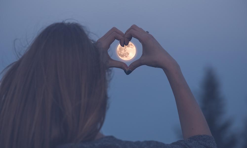 Dít is waarom je je twee dagen vóór en twee dagen ná de volle maan zo anders voelt
