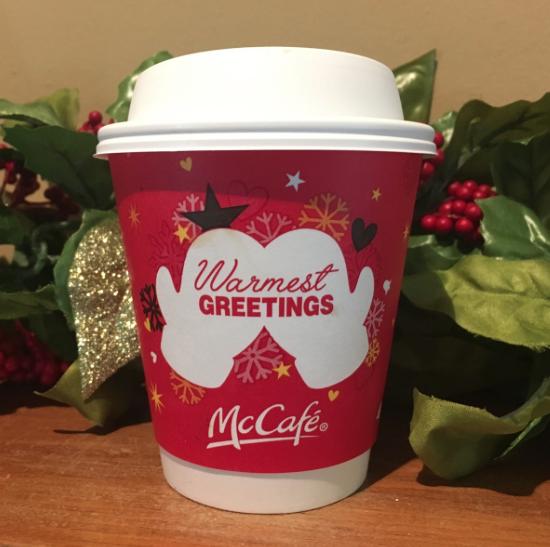 Waarom iedereen moet lachen om deze McDonalds koffiebeker